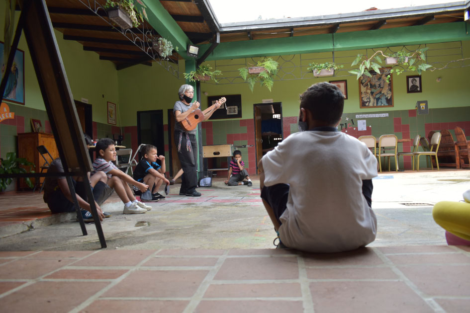 """Let's donate the required energy for the first needs of """"Casa Hogar"""" – Crowfunding"""